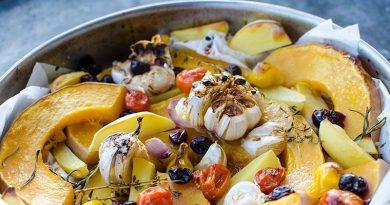 Печена тиква с чесън, картофи и чери домати