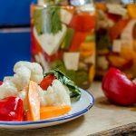Царска туршия с карфиол, камби и моркови