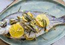 Ципура на фурна с лимони, розмарин, салвия и чесън