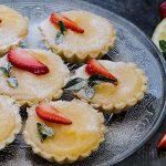 Тарталети с лимонов крем и свежи плодове