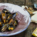 Spicy mussels from Tuscany with white wine