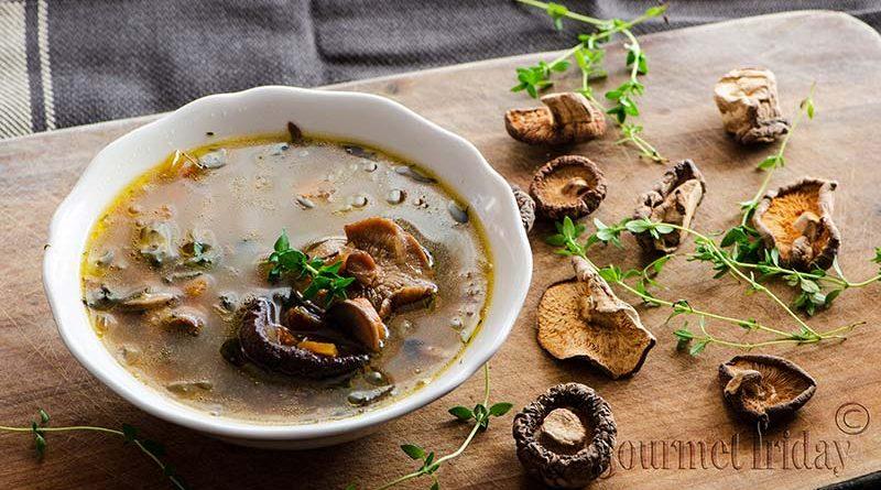 Бистра гъбена супа с 3 вида гъби