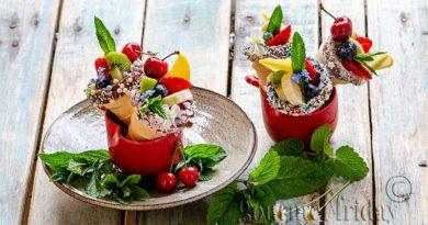 Плодова салата във фунийки за сладолед