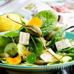 Salad with spinach and cucumber