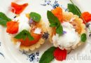 Cupcakes with caramelized apricots and vanilla ice cream