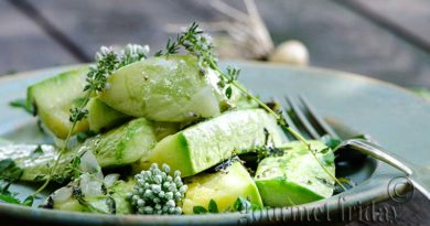 Stewed zucchini with thyme