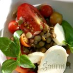 Caprese salad with lentils and cherry tomatoes