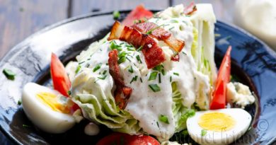 Iceberg lettuce salad with blue cheese dressing