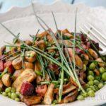 Испанска салата с грах, гъби и чорисо