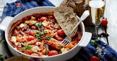 Скариди саганаки в пикантен доматен сос